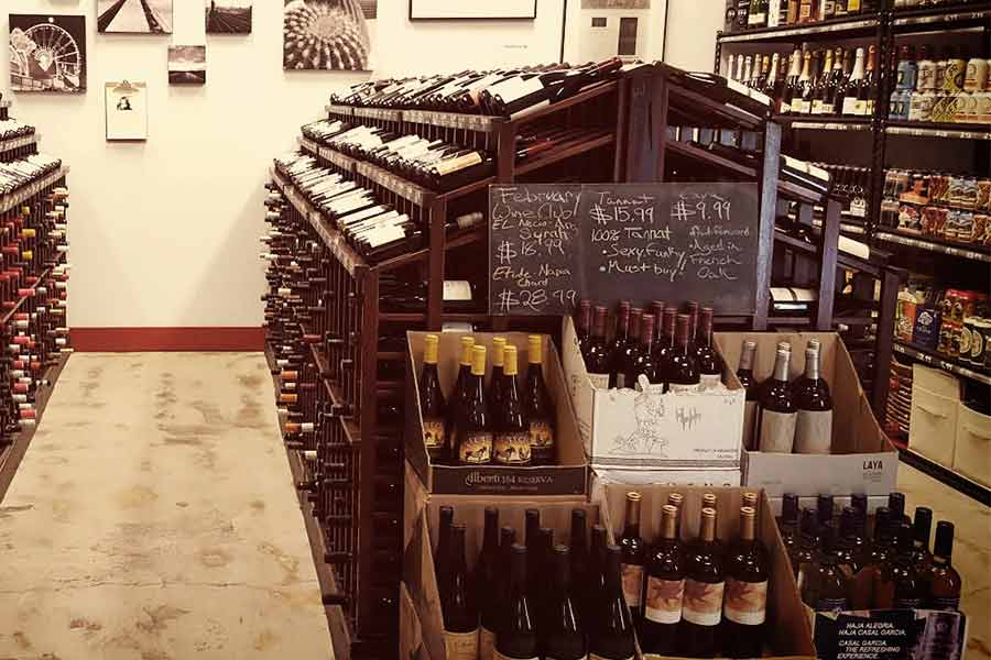 hidden-track-bottle-shop-home-about-section-background